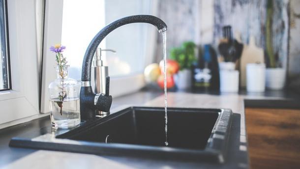 עיצוב המטבח ושילוב מיני-בר מעוצב כחלק מרכזי ממנו